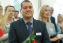 Фриш Дмитрий Владимирович - первый заместитель главы Администрации. На должность он вступил после того, как этот пост покинул Михаил Ипатов.