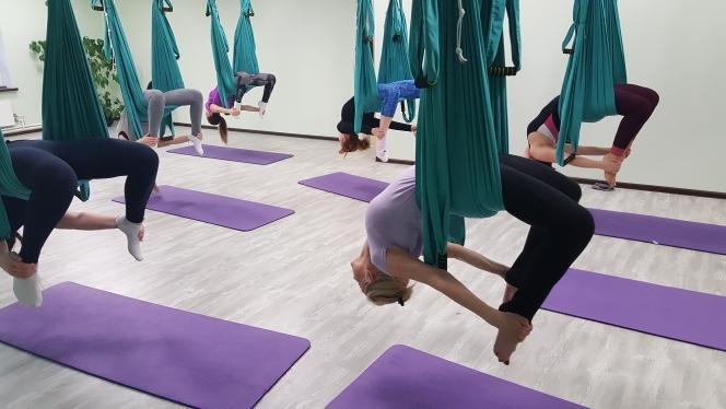 Йога в воздухе, необычно и невероятно полезно