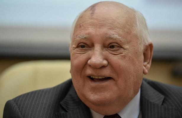 Горбачев исполнил украинскую песню под гитару Макаревича