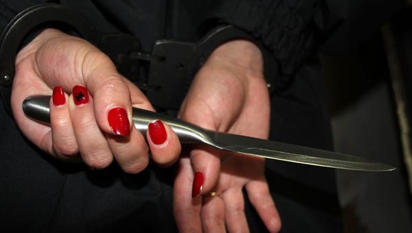 Мать отбивалась от сына ножом в поселке Голубое