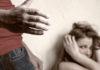 молодой человек избил девушку