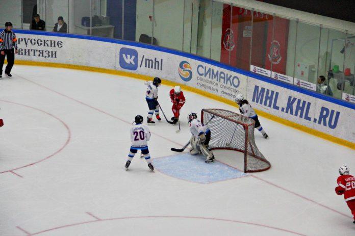 Команда Витязь проиграла на открытом кубке МО по хоккею