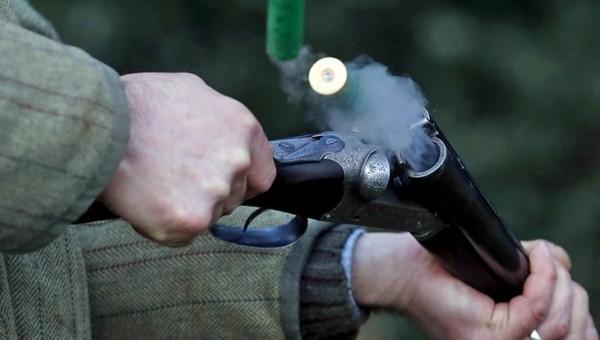 В Подмосковье сын застрелил мать из ружья. Случай произошел в городе Химки сегодня ночью. Молодой парень 1996 года рождения убил мать из отцовского ружья