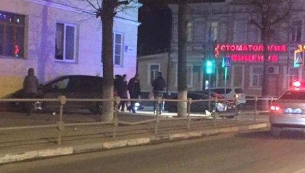 ДТП в Серпухове - ночью около 21:00 на перекрестке улиц Ворошилова и 1-й Московский 11 апреля произошла авария. В результате ДТП пострадали 3 человека.