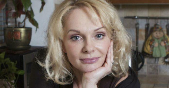 Умерла актриса Ирина Цывина. Об этом стало известно в четверг от актрисы Ксении Хаировой. Ирина Цывина биография и роли в кино и сериалах