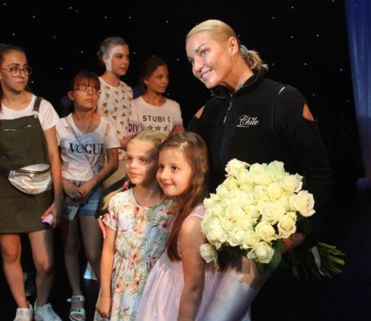 Анастасия Волочкова провела мастер-класс в Чехове