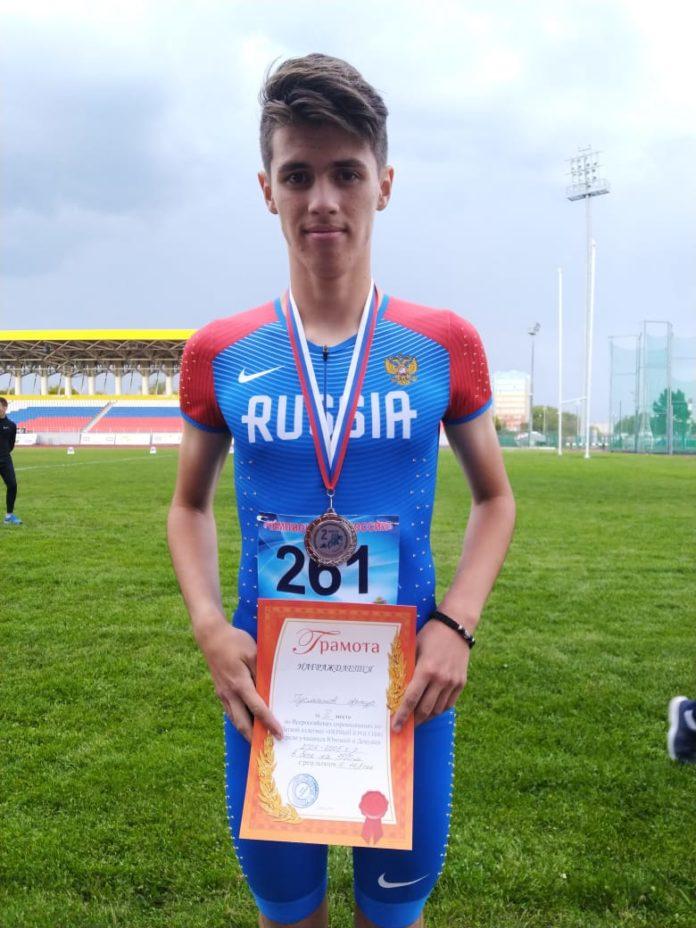 Артур Гусманов взял серебро в беге на 1500 м
