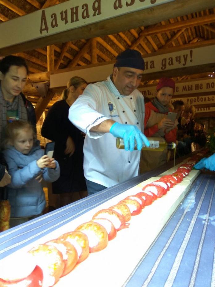 Фестиваль еды в Мелихово поразил 10-метровым салатом