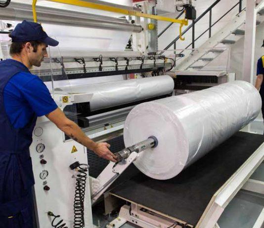 Производство полиэтиленовой плёнки и пакетов в городе Чехов начинается с самостоятельной закупки, сбора и ручной сортировки плёнки.