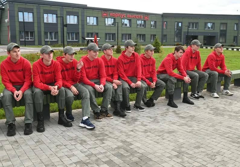 Новые корпуса и женские роты. Путину показали, как меняется центр «Авангард» в Подмосковье | Изображение 5