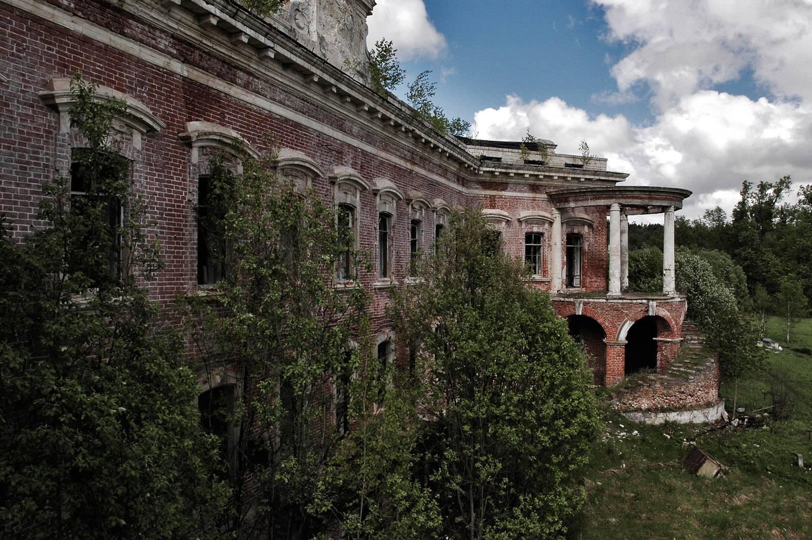 Руины с величественной историей. Где найти лучшие заброшенные усадьбы в Подмосковье | Изображение 2