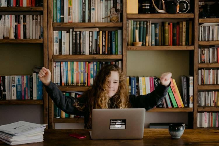 Свыше 13 тысяч подростков нашли работу на летних каникулах в Подмосковье | Изображение 1