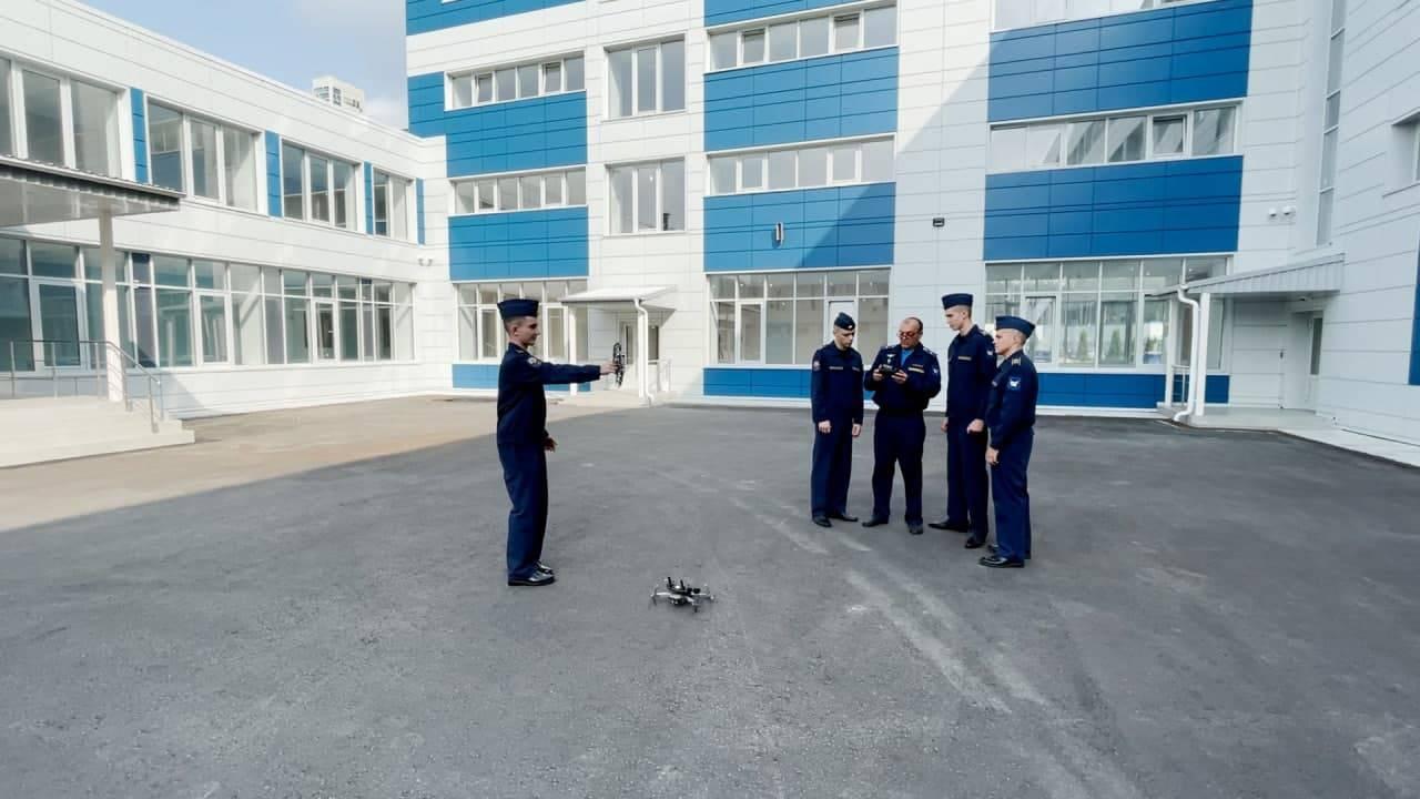 За штурвалом с 16 лет. Где подмосковных школьников учат управлять самолетами | Изображение 3