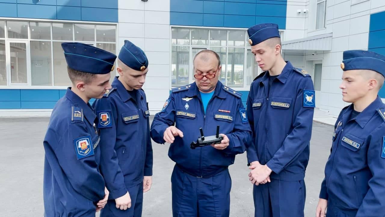 За штурвалом с 16 лет. Где подмосковных школьников учат управлять самолетами | Изображение 4