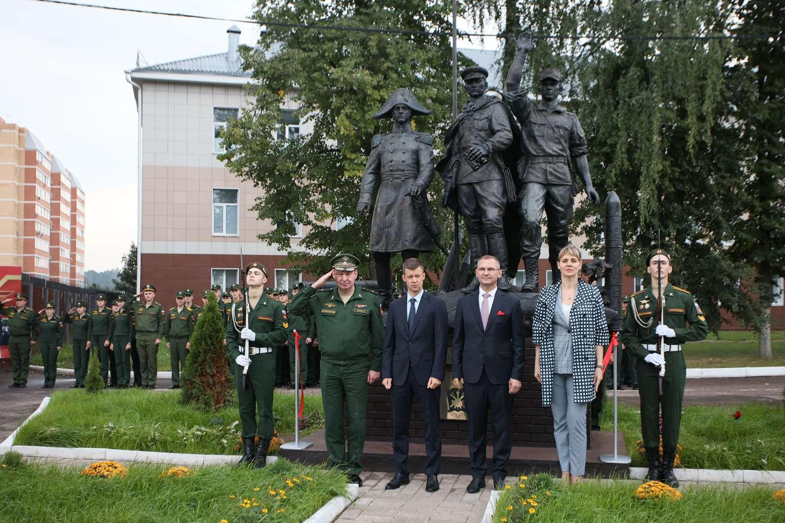 Новый памятник в Балашихе посвятили 200-летию военной академии Ракетных войск | Изображение 1