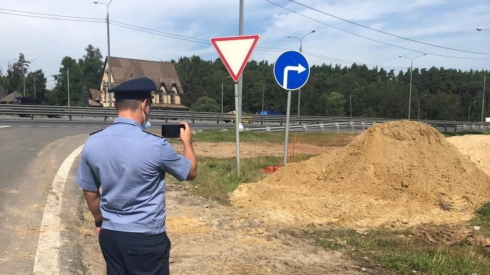 Почти 1,2 тысячи нарушений чистоты устранили вдоль шоссе Подмосковья с января | Изображение 1