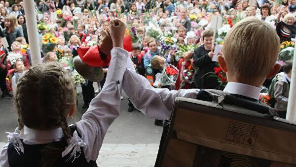 Почти 900 учеников пошли в первый класс в Орловской школе в Лосино-Петровском