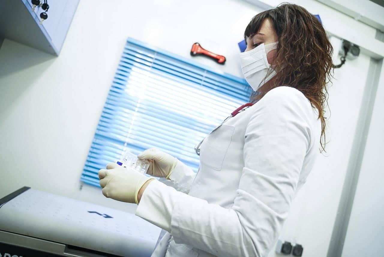 Повторную прививку от коронавируса сделали почти 65 тысяч человек в Подмосковье | Изображение 1