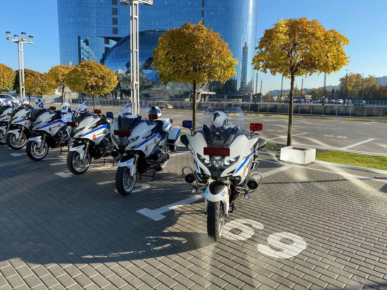 Скорость и маневренность. Подмосковной ГИБДД вручили 19 новых мотоциклов BMW | Изображение 1