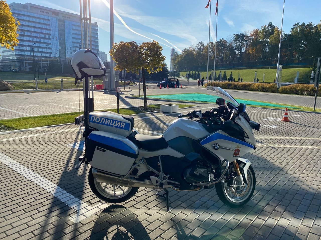 Скорость и маневренность. Подмосковной ГИБДД вручили 19 новых мотоциклов BMW | Изображение 5